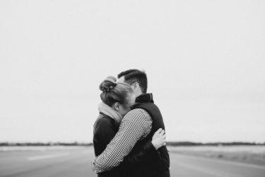 遠距離恋愛のコツを解説!会う頻度から寂しい不安の解消法まで